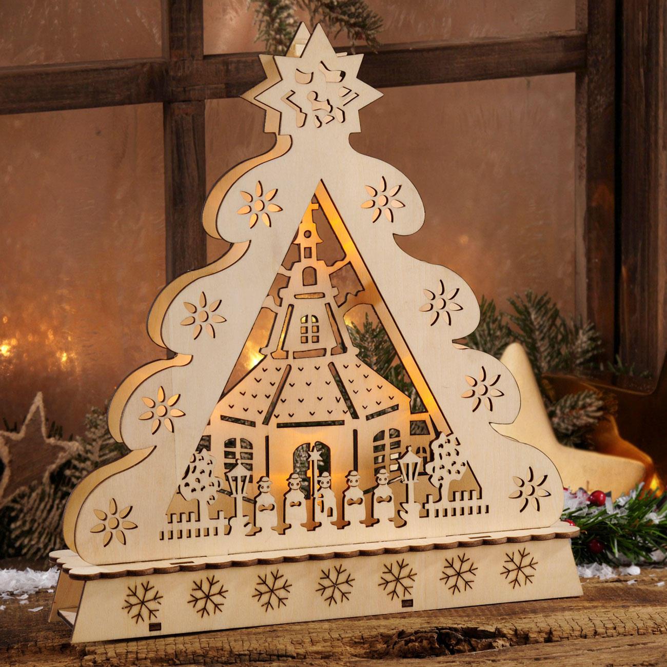 weihnachtsbaum aus holz stimmungsvolle dekorationen aus. Black Bedroom Furniture Sets. Home Design Ideas