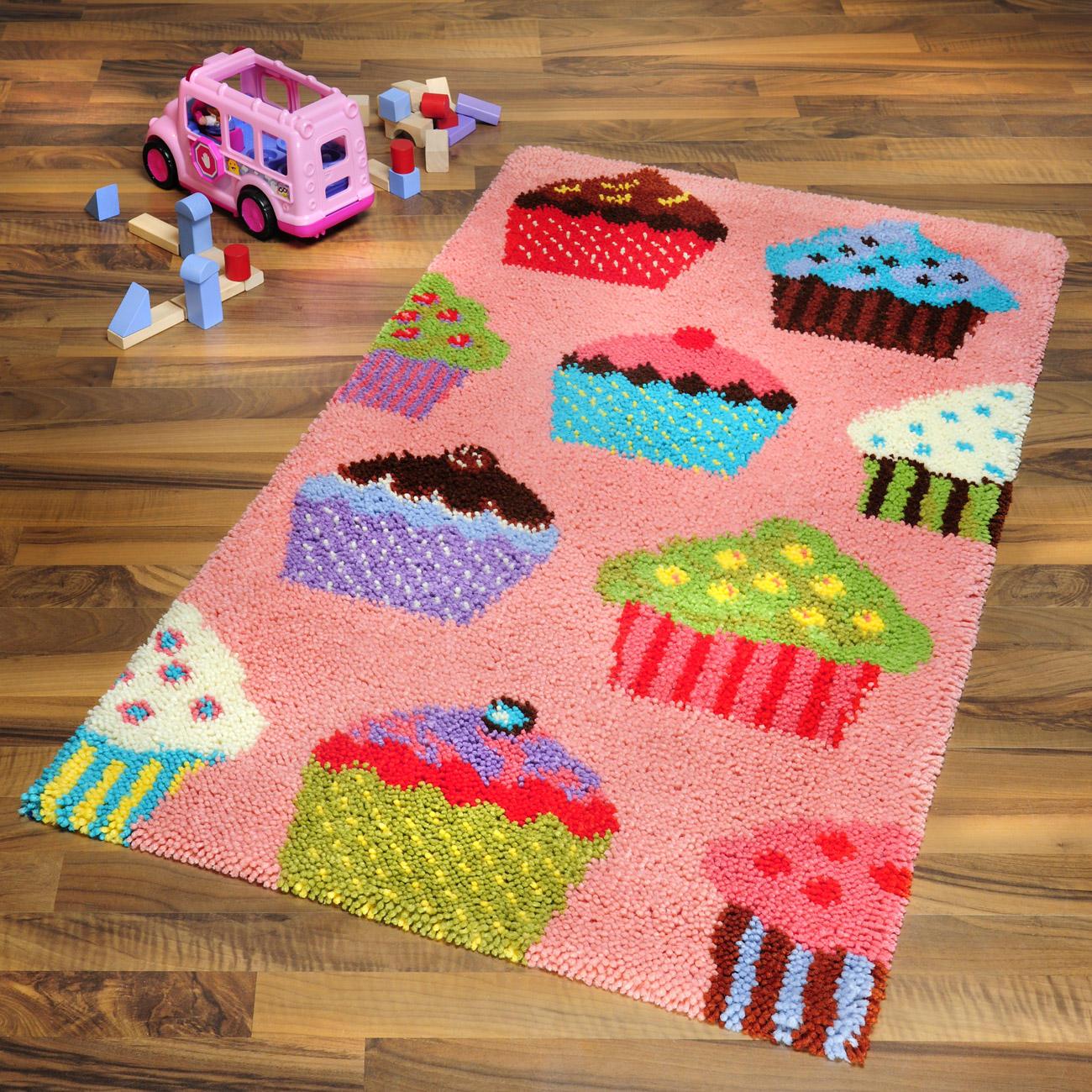 teppich muffins kinderteppiche teppiche kn pfen im junghans wolle creativ shop kaufen. Black Bedroom Furniture Sets. Home Design Ideas