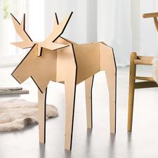 Holz-Elch Pierre Fernab vom üblichen Weihnachtskitsch: modern gestaltete Elch-Figuren aus junger Designschmiede.
