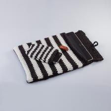 Modell 117/4, Tablet- und Smartphone-Hülle aus Uppland von Junghans-Wolle