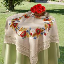 Tischwäsche mit Makramee-Spitze Tischdecken, Tisch-, Partnerläufer und Kissen in geflammter Leinenoptik mit breiter Makramee-Spitze.