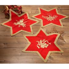 Sterndeckchen mit goldener Spitze Stickideen für die Weihnachtszeit mit glitzerndem Metalleffektgarn.