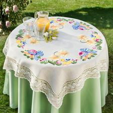 Geflammte Leinenoptik mit breiter Makramee-Spitze Tischdecken, Tischläufer oder Kissen in geflammter Leinenoptik mit breiter Makramee-Spitze. Als Tischdecken, Läufer und als Kissen.