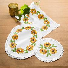 Farbig bedruckte Deckchen - Gelbe Blumen Farbig bedruckte Deckchen – bereits unbestickt ein Blickfang.