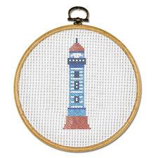 """Stickbild """"Leuchtturm"""" mit Bilderrahmen aus Holz Stickbild mit Bilderrahmen aus Holz."""