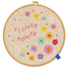 """Stickbild mit Holzrahmen """"Flower Power"""" Stickbild mit Holzrahmen """"Flower Power""""."""