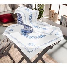 """Baumwoll-Tischwäsche """"Klassisch-Blau"""" Stickereien in Blau-Weiß – luftig frisch und dennoch zeitlos klassisch."""
