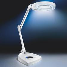 Dank modernster LED-Technik wird der Lampenkopf auch nach Stunden nur handwarm.