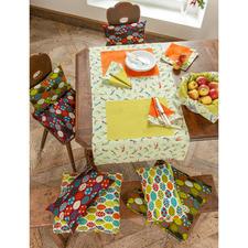 """Tischläufer: Näh-Idee aus dem Buch """"So geht's – Tischdecken, Tischsets & Servietten nähen""""  Servietten & Kissen: Näh-Idee aus dem Buch """"Liebevoll Genähtes für Balkon, Terrasse & Garten"""""""