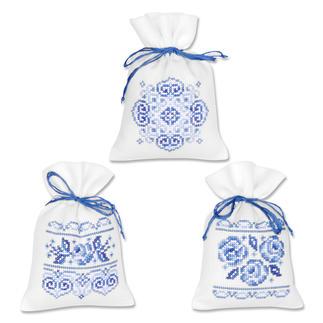 3 Duftbeutelchen im Set - Weiß-Blau Stickereien in Blau-Weiß – luftig frisch und dennoch zeitlos klassisch.