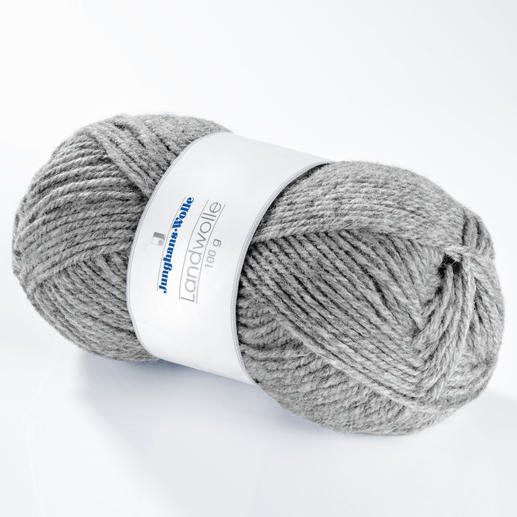 Landwolle von Junghans-Wolle Kernig, nahezu unverwüstlich und waschmaschinenfest.